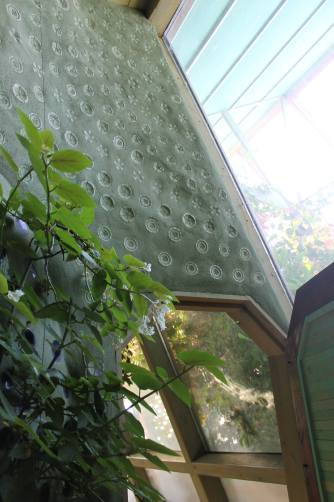 Even plastic bottles can be used in the walls, creating a very different look from the glass.