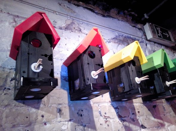 This is an example of a post from someone a lot more creative than me - birdhouses out of discarded VHS tapes. Picture by Guaka.